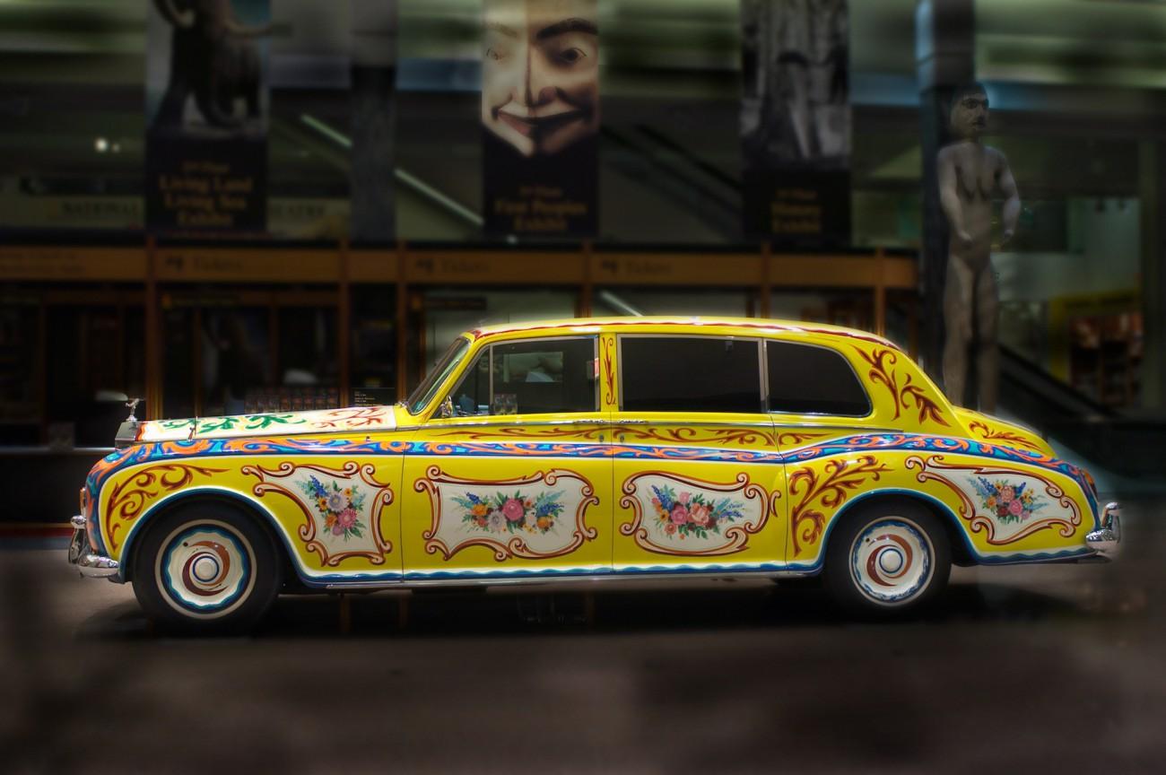The Beatles Polska: Słynny samochód Lennona znów trafił na wystawę